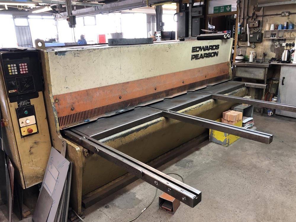 metal shearing machine